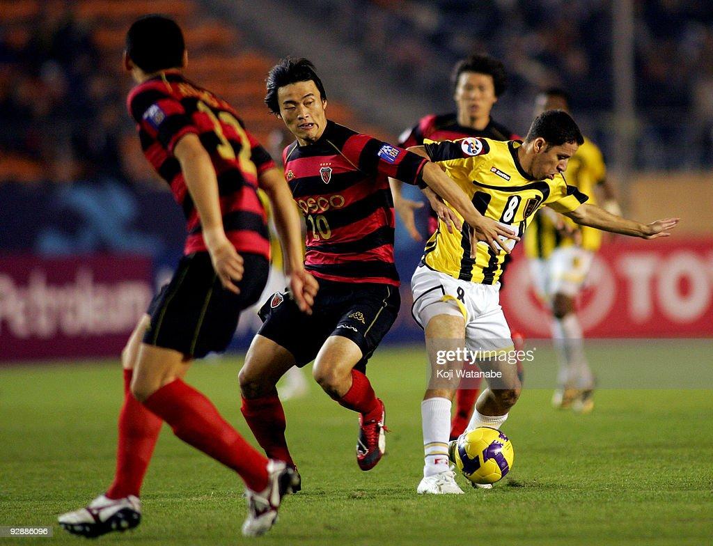 Al Ittihad v Pohang Steelers - 2009 AFC Champions League Final : ニュース写真