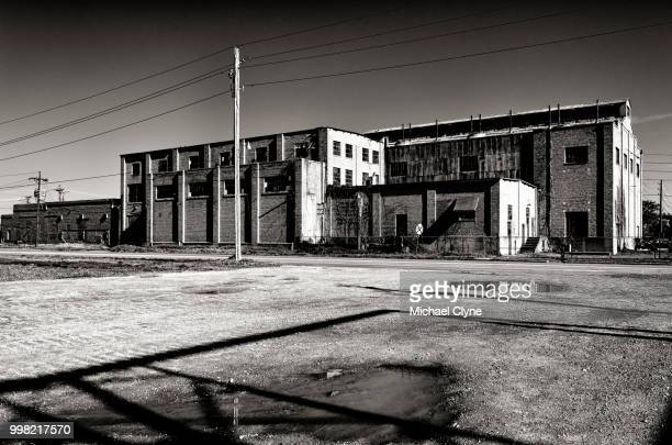 i feel summer creepin' in and i'm tired of this town again - prison building stock pictures, royalty-free photos & images