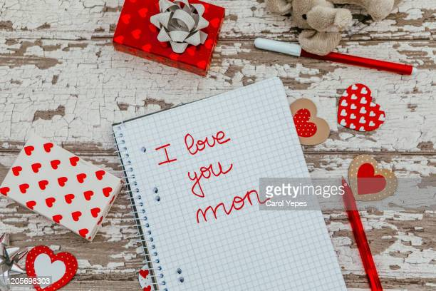 i love you mom text in child notebook - i love you photos et images de collection