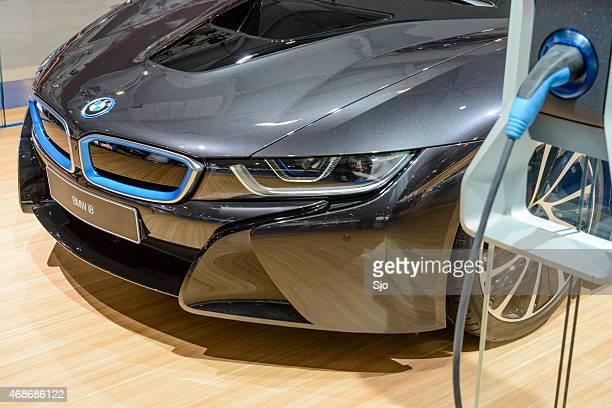 bww i8 hybrid sports car and electric vehicle charging station - bmw bildbanksfoton och bilder