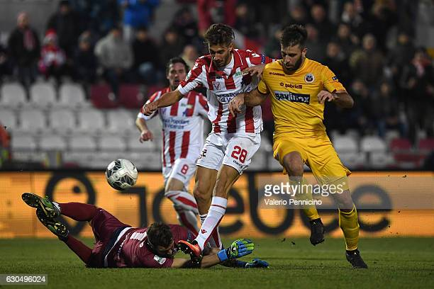 Iacopo Cernigoi of Vicenza Calcio scores a goal during the Serie B match between Vicenza Calcio and AS Cittadella at Stadio Romeo Menti on December...
