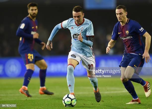 Iago Aspas of Celta de Vigo competes fo the ball with Thomas Vermaelen of Barcelona during the La Liga match between Celta de Vigo and Barcelona at...