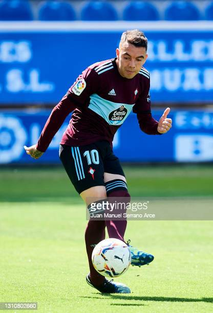 Iago Aspas of Celta de Vigo scoring his team's second goal during the La Liga Santander match between Deportivo Alaves and RC Celta at Estadio de...