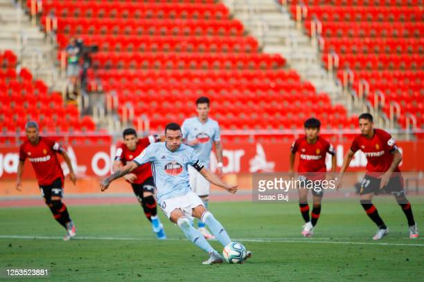Iago Aspas of RC Celta de Vigo celebrates after scoring his team's first goal from the penalty spot during the Liga match between RCD Mallorca and RC...