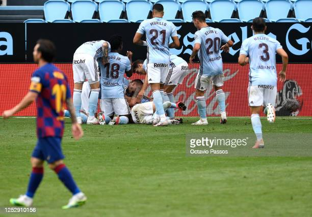 Iago Aspas of RC Celta Vigo celebrates scoring the second goal during the Liga match between RC Celta de Vigo and FC Barcelona at Abanca-Balaídos on...