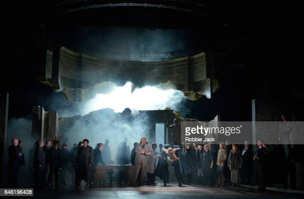 Iain Paterson as Leontes Sophie Bevan as Hermione with artists of the company in English National Opera's production of Ryan Wigglesworth's...