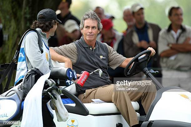 Ian Baker-Finch the Assistant Captain of the International Team on the 1st hole during the round 2 fourball matches at the Presidents Cup at Royal...