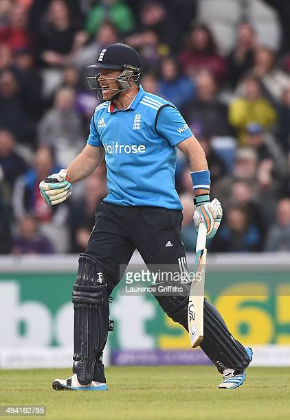 Ian Bell of England celebrates scoring the winning runs during the 3rd Royal London OneDay International match between England and Sri Lanka at Old...