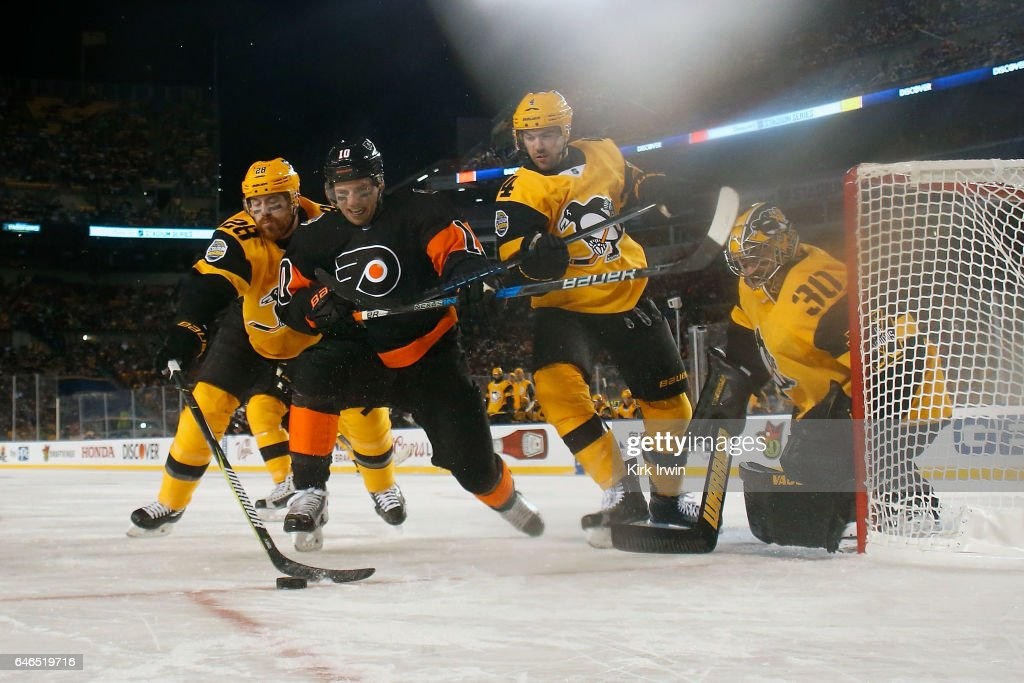 2017 Coors Light NHL Stadium Series - Philadelphia Flyers v Pittsburgh Penguins : News Photo