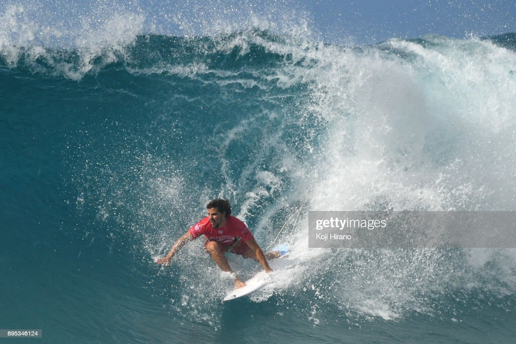 d069863e355876 Ian Gouveia competes in the 2017 Billabong Pipe Masters on December ...