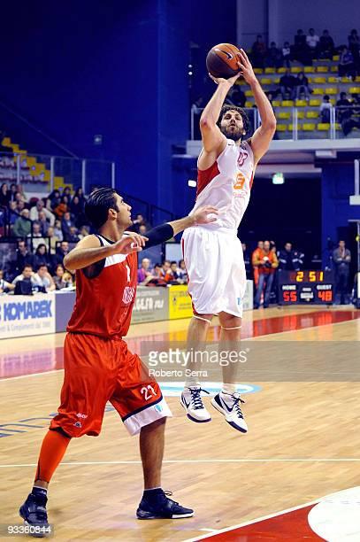 Ian Hanavan of CEZ Nymburk and Pietro Aradori of Lauretana Biella in action during the Eurocup Basketball Regular Season 20092010 Game Day 1 between...