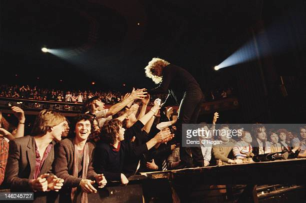 Ian Hunter of British rock band Mott the Hoople performs at the Hammersmith Odeon in London circa 1975