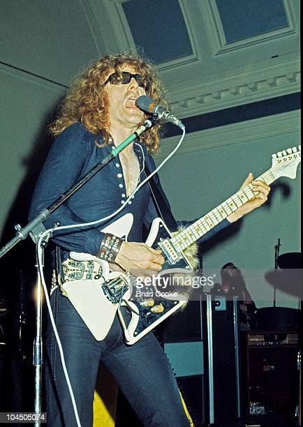 Ian Hunter of Mott The Hoople performs on stage at Birmingham Town Hall on December 26 1970.
