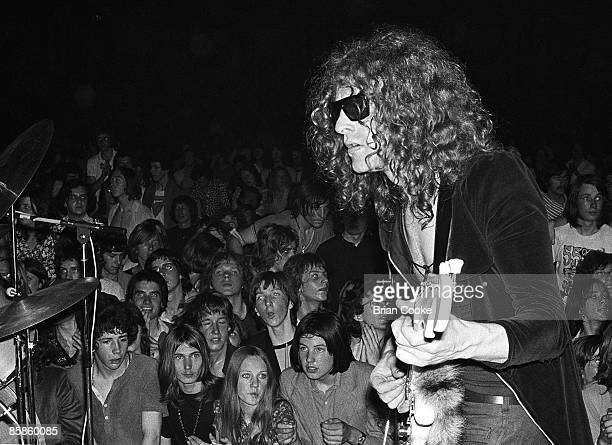 Ian Hunter of Mott The Hoople performs on stage at Birmingham Town Hall, December 26 1970