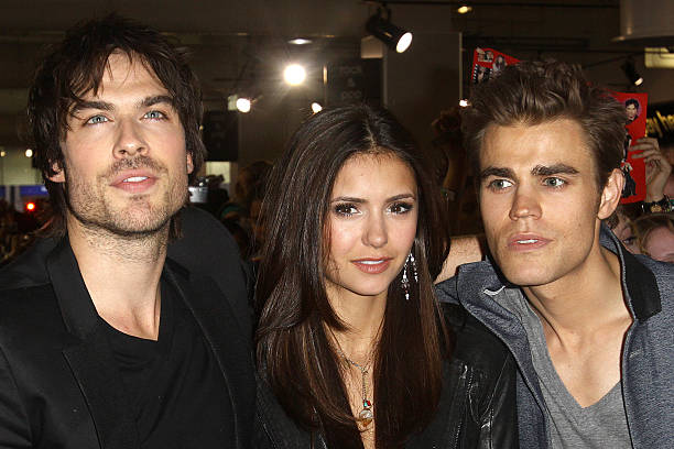 Photos et images de the vampire diaries cast meet fans at hmv the vampire diaries cast meet fans at hmv m4hsunfo