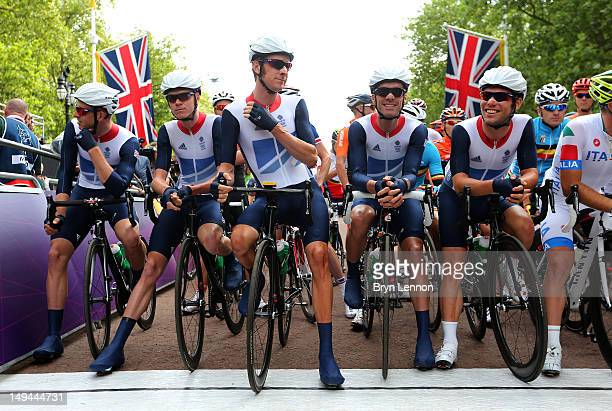 Ian Stannard, Christopher Froome, Bradley Wiggins, David Millar and Mark Cavendish of Great Britain look on ahead of the Men's Road Race Road Cycling...
