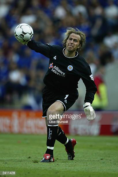 Ian Walker of Leicester City throws the ball out during the FA Barclaycard Premiership match between Leicester City and Southampton held on August 16...