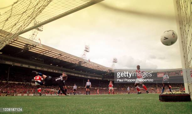 Ian Wright of Arsenal scores past Sheffield Wednesday goalkeeper Chris Woods during the FA Cup Final at Wembley Stadium on May 15, 1993 in London,...