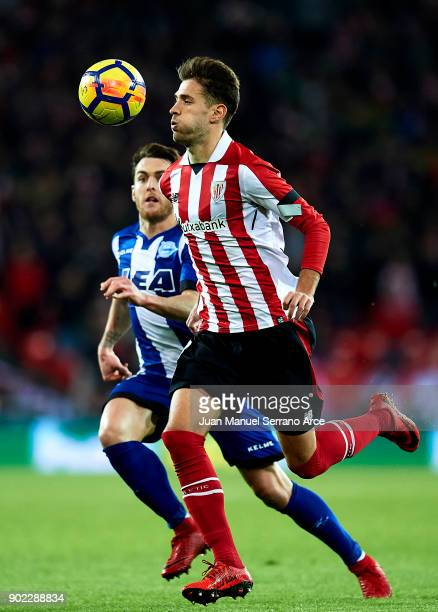Ibai Gomez of Deportivo Alaves competes for the ball with Enric Saborit of Athletic Club during the La Liga match between Athletic Club Bilbao and...