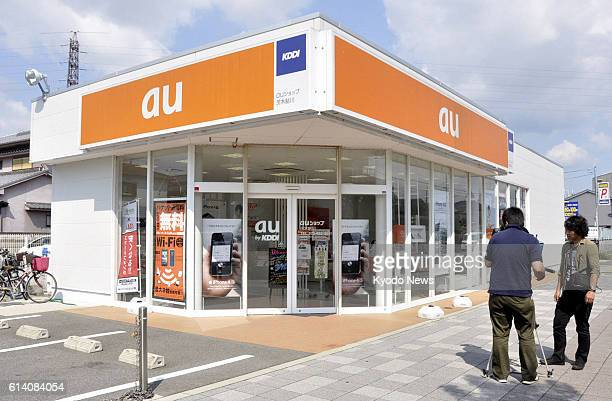 Ibaraki Japan Photo shows an 'au' mobile phone retail outlet in Ibaraki Osaka Prefecture on Sept 21 where 33 handsets of the iPhone 5 have been...
