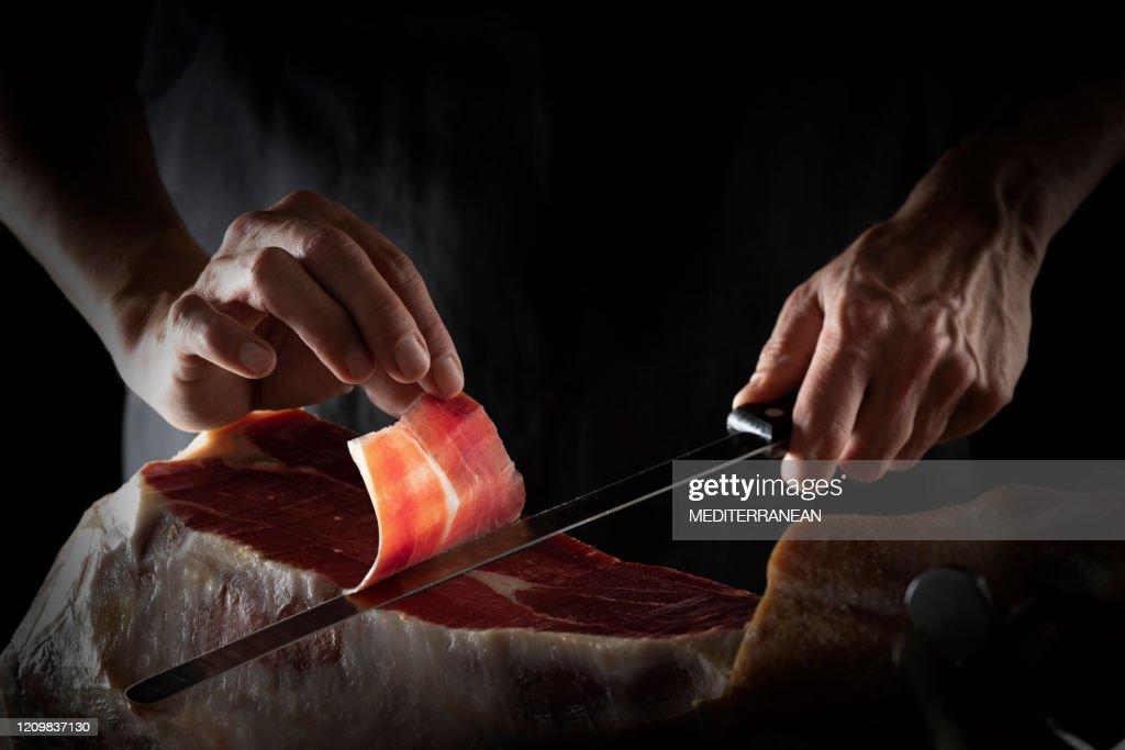 Prosciutto iberico fetta di prosciutto serrano taglio mani e coltello : Foto stock