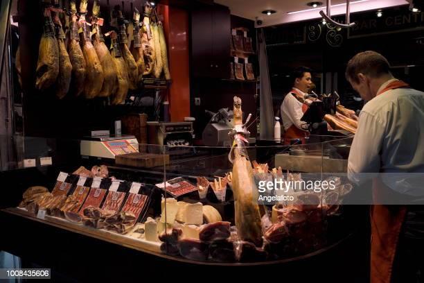 Puesto de jamón ibérico en Barcelona, España