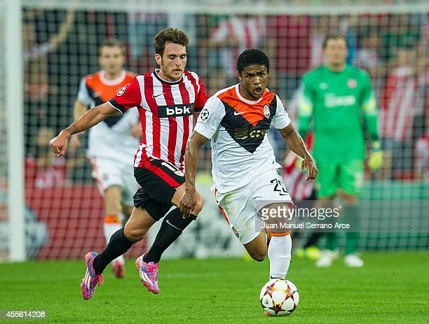 Ibia Gomez of Athletic Club Bilbao duels for the ball with Douglas Costa of Shakhtar Donetsk during the UEFA Champions League Group H match between...