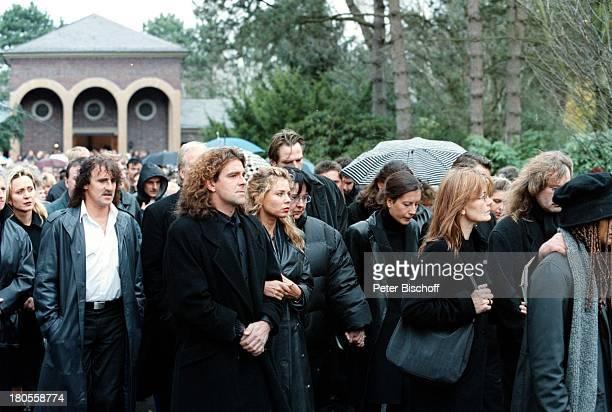Ibo Beerdigung TrauergästeGladbeckRennfort Friedhof MartinLutherStraße BeerdigungTrauer Trauerfeier Trauergemeinde
