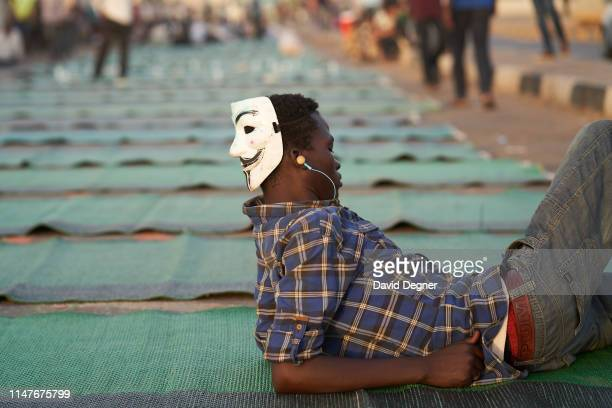Ibrahim Idriss, a protester from South Sudan waits in front of the military headquarters to break the Ramadan fast on May 07, 2019 in Khartoum, Sudan.