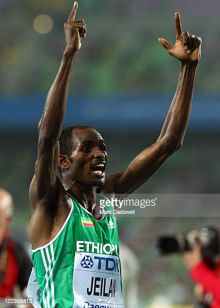 Ibrahim Jeilan of Ethiopia celebrates after wiinning the men's 10,000 metres final during day two of the 13th IAAF World Athletics Championships at...