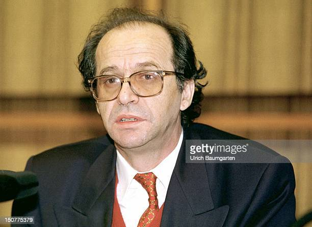 Ibrahim RUGOVA political leader of the KosovoAlbanian during an Federal Press Conference in Bonn