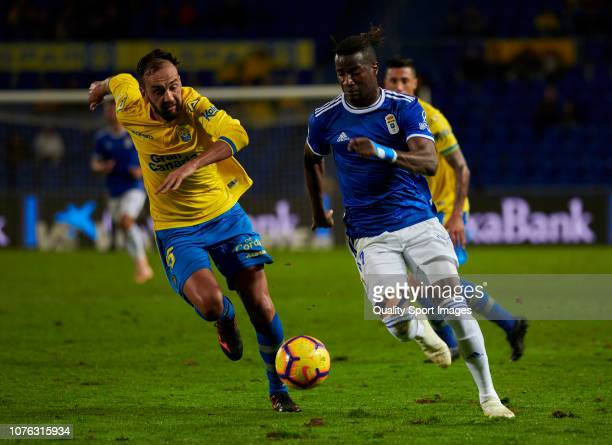 Ibrahima Abdoulaye Baldé of Real Oviedo competes for the ball with Deivid Rodriguez during the La Liga 123 match between UD Las Palmas and Oviedo at...