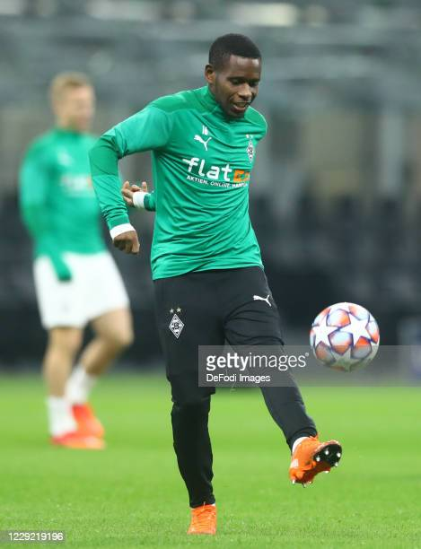 Ibrahima Traore of Borussia Monchengladbach warms up prior to the UEFA Champions League Group B stage match between FC Internazionale and Borussia...