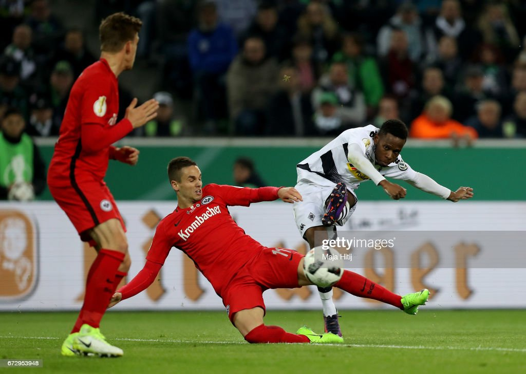 Ibrahima Traore (R) of Moenchengladbach and Mijat Gacinovic of Frankfurt battle for the ball during the DFB Cup semi final match between Borussia Moenchengladbach and Eintracht Frankfurt at Borussia-Park on April 25, 2017 in Moenchengladbach, Germany.