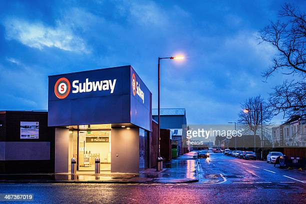 estación de metro de ibrox - theasis fotografías e imágenes de stock