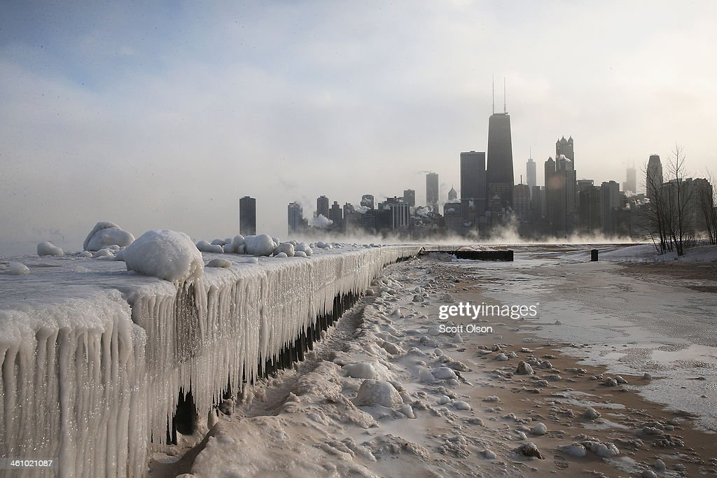 Sub-Zero Temperatures Put Chicago Into Deep Freeze : News Photo
