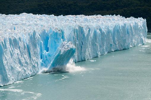 Ice Calving at the Perito Moreno Glacier 1077029038