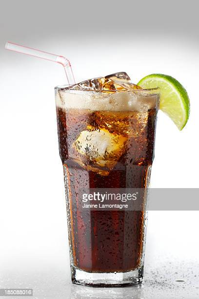 ice cold cola - coca cola fotografías e imágenes de stock