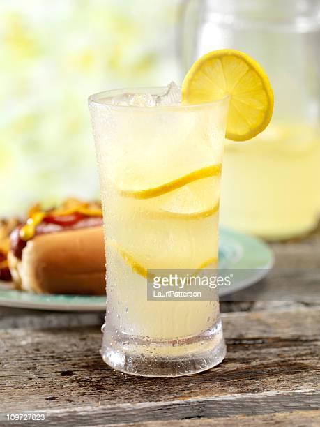 Limonade fraîche et un Hot Dog