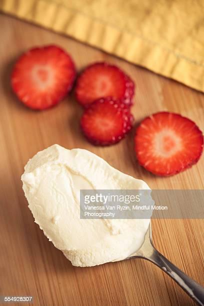 ice cream and strawberries - vanessa van ryzin - fotografias e filmes do acervo