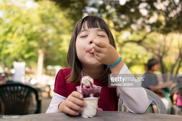 ice cream lover - innocence stock pictures, royalty-free photos & images