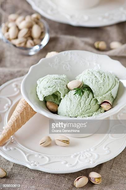 Ice crean with pistachio nuts