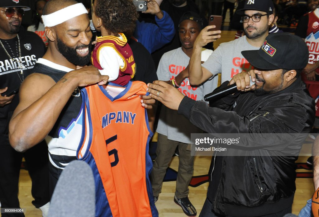 Baron Davis hosts Black Santa Celebrity Basketball Fundraiser