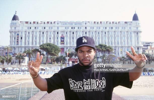 Ice Cube rappeur et acteur devant l'Hôtel Carlton en mai 1991 à Cannes France