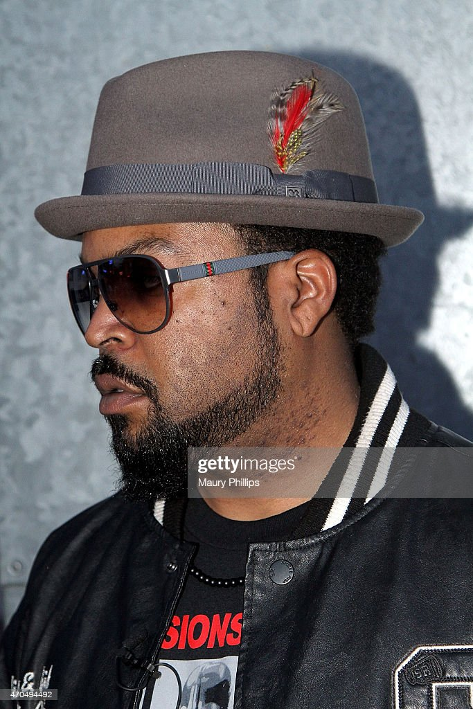 """Ice Cube Surprises Fans At Fathom Events 20th Anniversary Screening Of New Line Cinema & Warner Bros. """"Friday"""" 20th Anniversary: Director's Cut : News Photo"""