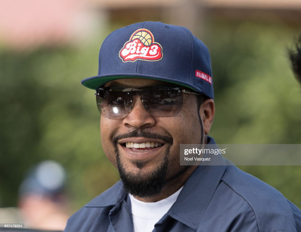 Ice Cube visits 'Extra' at Universal Studios Hollywood on August 22, 2017 in Universal City, California.