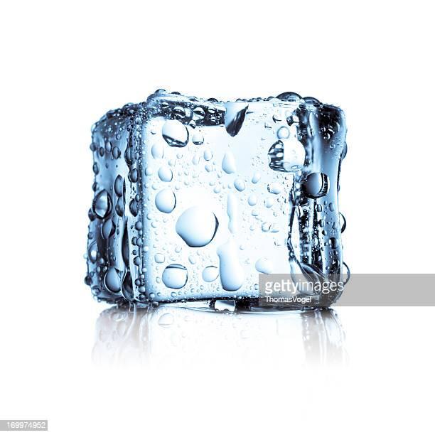 Eiswürfel eingefroren kaltes Wasser frischen