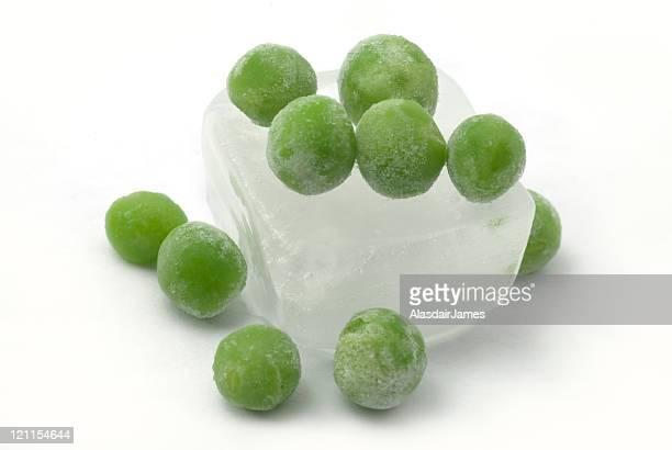 Eiswürfel mit zehn Erbsen