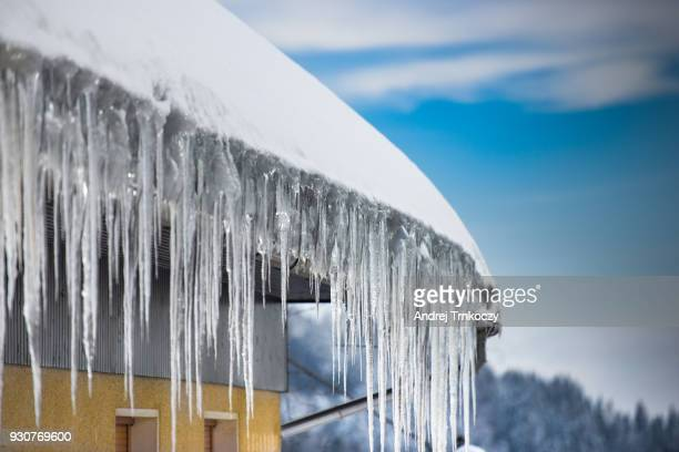 ice dam - icicle stock pictures, royalty-free photos & images