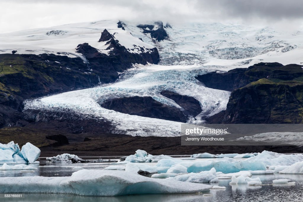 Ice floating in still arctic water near Vatnajokull Glacier, Iceland : Foto stock